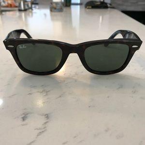Ray Ban Wayfarer- Tortoise/Classic Green Lens